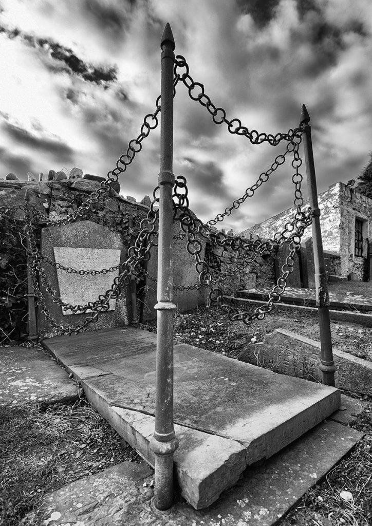 IOTY Print runner-up 'In Chains' by Andrea Thrussell